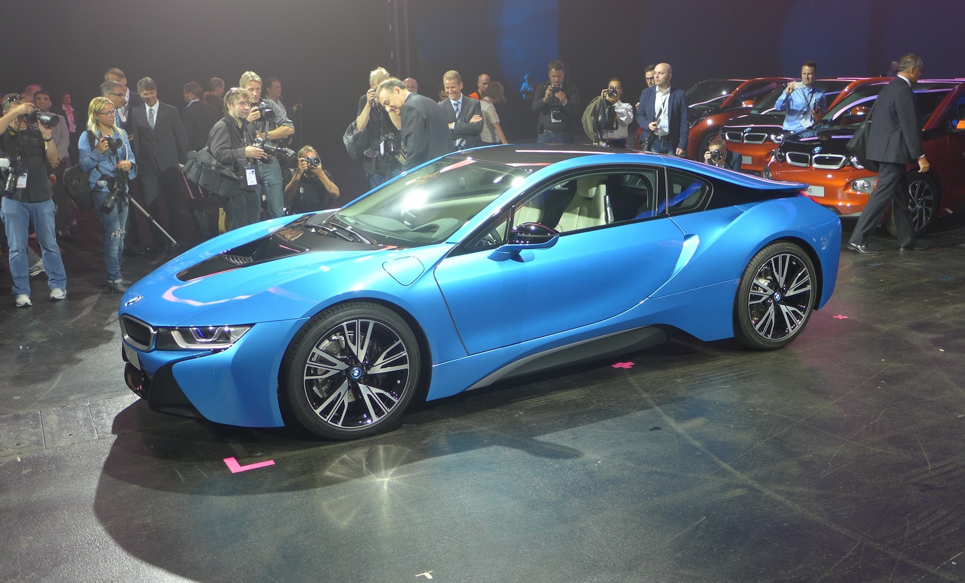 Frankfurt Iaa 2013 Bmw I8 Debuts In Protonic Blue Metallic
