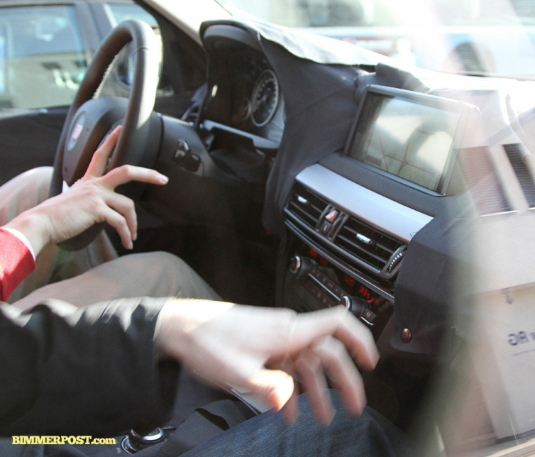 First Look At Interior Of 2014 BMW X5 (F15). Touchpad
