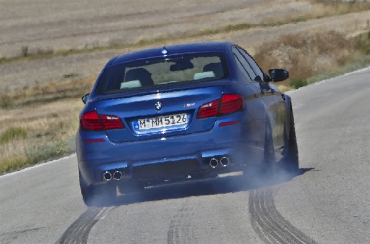 Bmw M5 0 60 >> Bmw F10 M5 Hits 0 60 In 3 7 Seconds And Quarter Mile In 12 0 Seconds