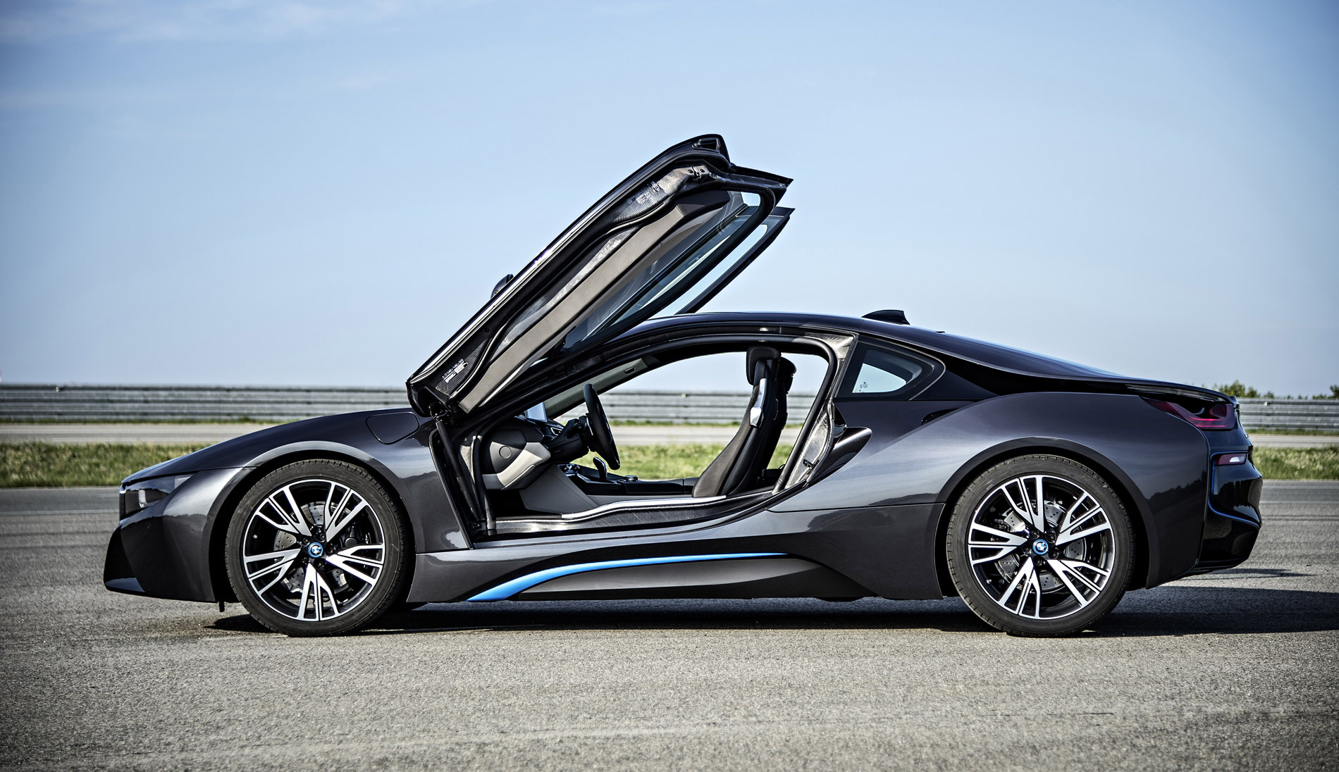 BMW Announces i8 Deliveries for June